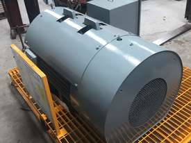 220 kw 300 hp 4 pole 415 volt 315 frame AC Electric Motor - picture2' - Click to enlarge