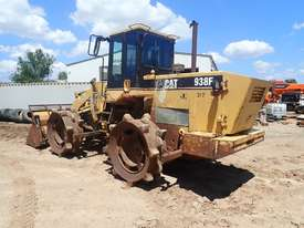 Caterpillar 938F Compactor - picture1' - Click to enlarge
