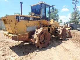 Caterpillar 938F Compactor - picture3' - Click to enlarge