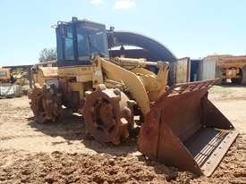 Caterpillar 938F Compactor - picture4' - Click to enlarge
