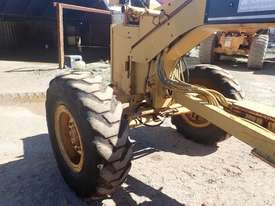 Caterpillar 12H Grader - picture5' - Click to enlarge