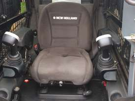 2016 New Holland C238 Track Loader - picture2' - Click to enlarge