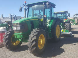 John Deere 5820 FWA/4WD Tractor - picture1' - Click to enlarge