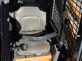 Case 90XT Skid Steer Loader - picture5' - Click to enlarge