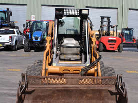 Case 90XT Skid Steer Loader - picture8' - Click to enlarge