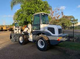 2019 UHI Wheel Loader 2T Capacity 100HP Hyd Pilot Control Free 3 Buckets Spare Tyre - picture3' - Click to enlarge