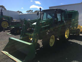 John Deere 5720 FWA/4WD Tractor - picture0' - Click to enlarge