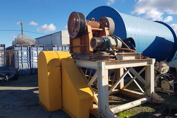 Jaw crusher on stand