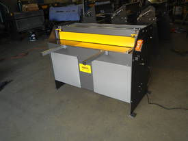 1250mm x 1.6mm 240v Aussie made guillotine  - picture2' - Click to enlarge