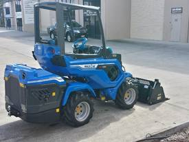 MULTIONE 7.3S TWO SPEED MINI LOADER - picture3' - Click to enlarge