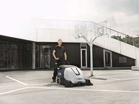 Nilfisk .SW900 Walk behind Battery Powered sweeper - picture2' - Click to enlarge