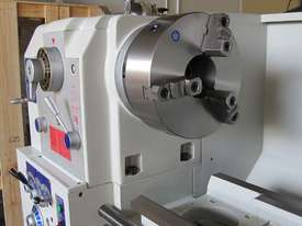 660mm Swing Centre Lathe, 104mm Spindle Bore - picture6' - Click to enlarge