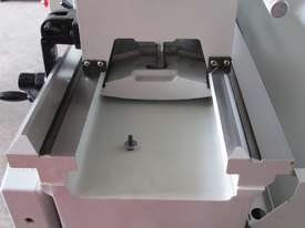 660mm Swing Centre Lathe, 104mm Spindle Bore - picture7' - Click to enlarge