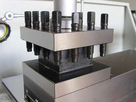 660mm Swing Centre Lathe, 104mm Spindle Bore - picture13' - Click to enlarge