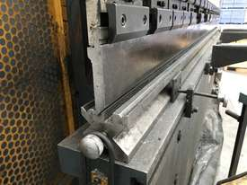 Just In - MAXI 4000mm x 125T Hydraulic Pressbrake - picture4' - Click to enlarge