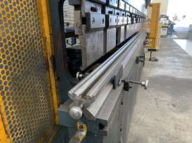 Just In - MAXI 4000mm x 125T Hydraulic Pressbrake - picture15' - Click to enlarge