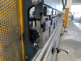 Just In - MAXI 4000mm x 125T Hydraulic Pressbrake - picture16' - Click to enlarge