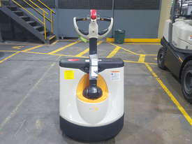 Crown Electric Pallet Mover - picture1' - Click to enlarge