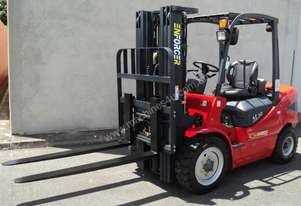 3.5 T Diesel or LPG Forklift, 4.5m 3 stage mast, side shift, solid tyres. Rent to Own available