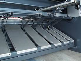 SB-T Series Hydraulic Swing Beam Guillotine - picture4' - Click to enlarge