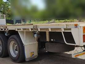 Hino Flat Bed Truck with 3ton Crane, 200k km�s. EMUS NQ - picture2' - Click to enlarge