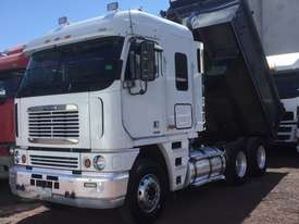 Freightliner  Tipper Truck - picture3' - Click to enlarge