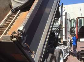 Freightliner  Tipper Truck - picture7' - Click to enlarge