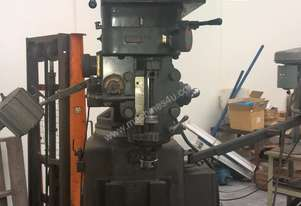 USED TURRET MILLING MACHINE