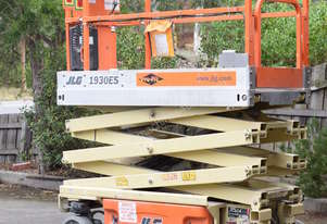 Jlg Scissor Lift and Trailer