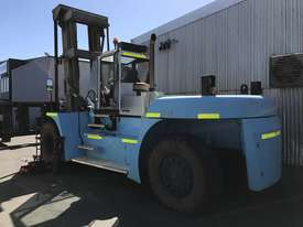 32 Ton forklift available - picture1' - Click to enlarge