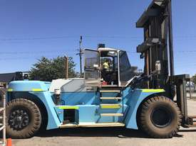 32 Ton forklift available - picture0' - Click to enlarge