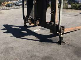 32 Ton forklift available - picture11' - Click to enlarge