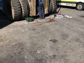 32 Ton forklift available - picture10' - Click to enlarge
