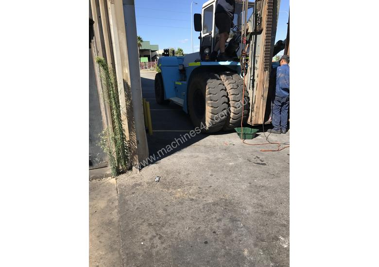 32 Ton forklift available