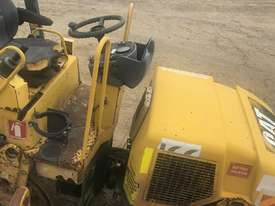 2004 Caterpillar CB214E Compaction Roller - picture4' - Click to enlarge