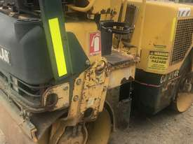 2004 Caterpillar CB214E Compaction Roller - picture5' - Click to enlarge