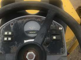 2004 Caterpillar CB214E Compaction Roller - picture6' - Click to enlarge