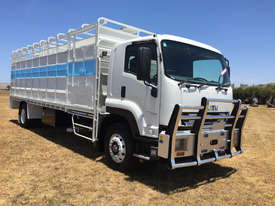 Isuzu FVR 165-300 Stock/Cattle crate Truck - picture1' - Click to enlarge
