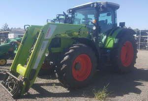Claas    FWA/4WD Tractor
