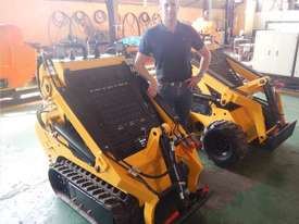 Mini Skid Steer Loader - 23 hp Petrol/ Tracked - picture3' - Click to enlarge