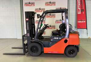 2011 TOYOTA DELUXE 8FG25  SN/35086 LPG GAS FORKLIFT 4500 MM 3 STAGE CONTAINER ENTRY