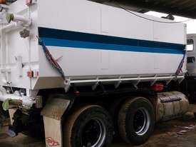 Mercedes truck 15,000 ltr stainless water tank - picture3' - Click to enlarge