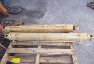 HYDRAULIC RAMS X 2/ 1100MM STROKE