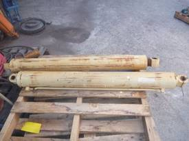 HYDRAULIC RAMS X 2/ 1100MM STROKE - picture0' - Click to enlarge
