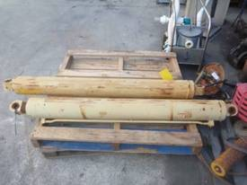 HYDRAULIC RAMS X 2/ 1100MM STROKE - picture1' - Click to enlarge