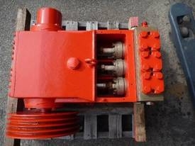 HEAVY DUTY TRIPLEX HIGH PRESSURE DISPLACEMENT PUMP - picture0' - Click to enlarge