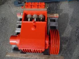 HEAVY DUTY TRIPLEX HIGH PRESSURE DISPLACEMENT PUMP - picture1' - Click to enlarge