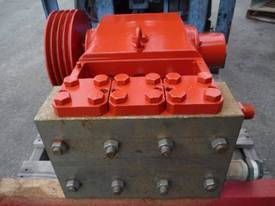 HEAVY DUTY TRIPLEX HIGH PRESSURE DISPLACEMENT PUMP - picture2' - Click to enlarge