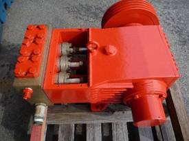 HEAVY DUTY TRIPLEX HIGH PRESSURE DISPLACEMENT PUMP - picture3' - Click to enlarge