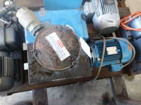 DYNAVAC 100cm/h 3 PHASE VACUUM PUMP - picture0' - Click to enlarge
